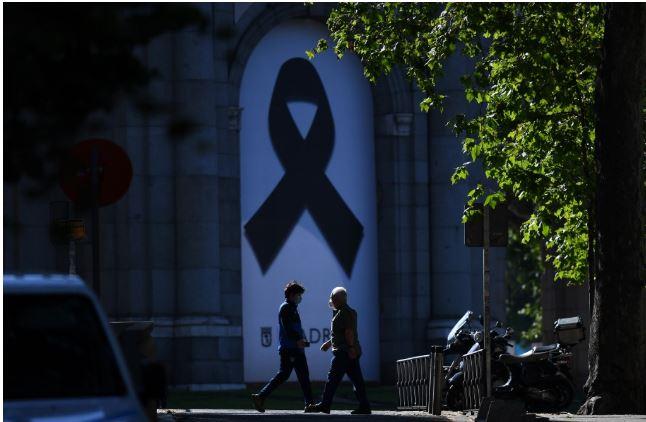 Spanja homazh për viktimat e Covid