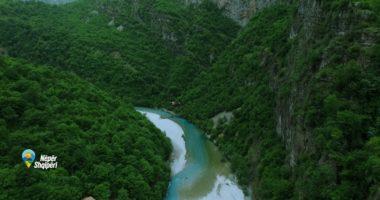 """Në Tajlandën shqiptare: """"Nëpër Shqipëri"""" sjell magjinë e lumit të Shalës"""