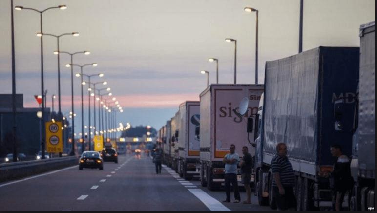 Lëvizja e papritur, Albin Kurti i vendos taksë kamionëve që futen nga Shqipëria