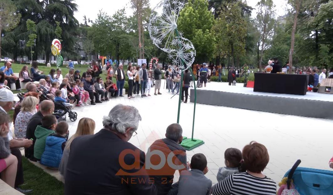 Teatri i kukullave hap dyert për festën e fëmijëve, shfaqjet artistik ende pezull