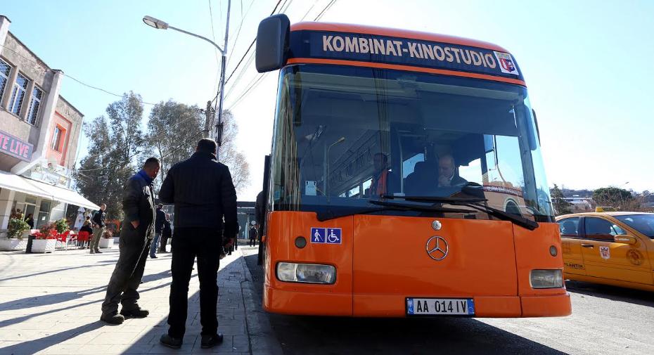 Ministria e shtyu me një javë hapjen e transportit publik, shoqata nesër në protestë