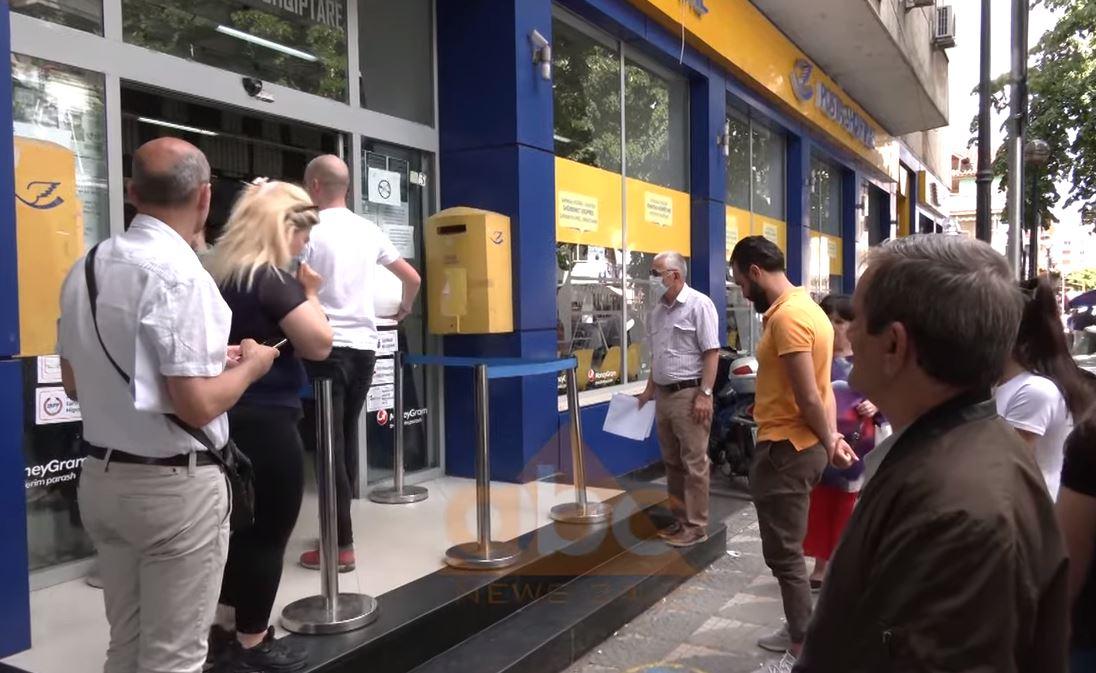Taksa për blerjet online jashtë vendit penalizon shqiptarët, favorizohen bizneset