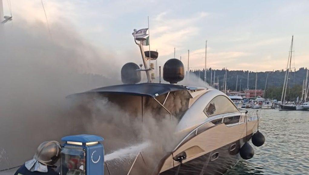 Digjet një anije në Korfuz, shpëtohen pasagjerët