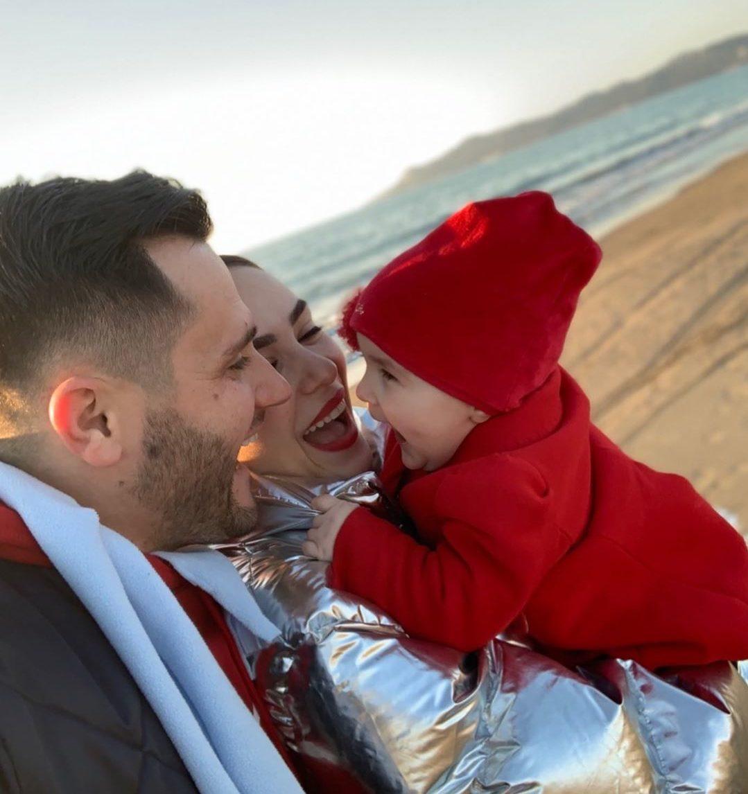 """""""Ajka e jetës"""", Besi dhe Xhensila zgjedhin një mënyrë të veçantë për të uruar 2 vjetorin e së bijës"""
