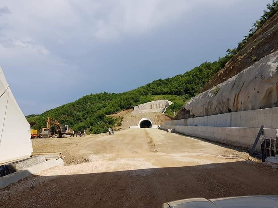 Rama nxjerr pamjet e tuneleve të rrugës Qukës-Qafë Plloç: Ka përfunduar puna në 3 prej tyre