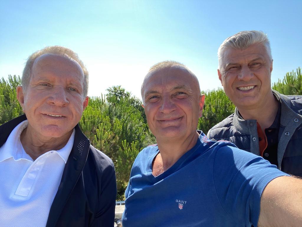 Meta pret Thaçin dhe Pacollin në Gjirin e Lalzit, takimi pak ditë para udhëtimit në Hagë