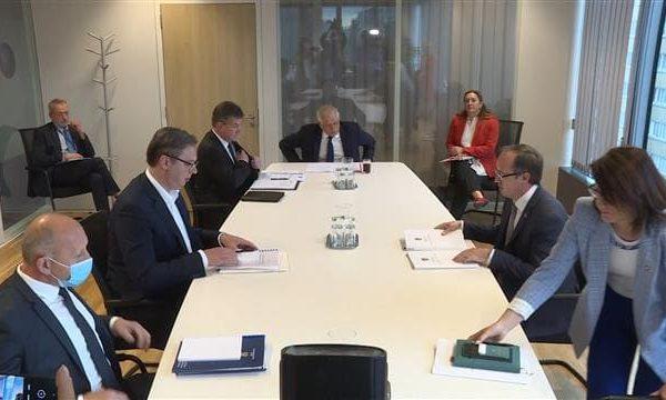 Përfundon takimi Hoti-Vuçiç në Bruksel