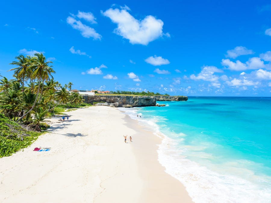 Kompjuter dhe çadër plazhi, oferta e Barbados: Ejani të punoni tek ne