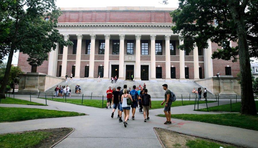 Urdhri për studentët ndërkombëtare, universiteti i Harvad padit qeverinë amerikane