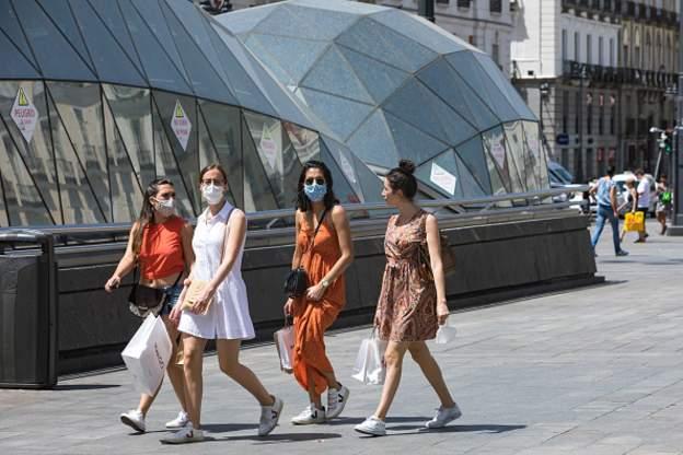 Shtimi i rasteve me Covid-19, Madridi e bën të detyrueshme mbajtjen e maskave në publik