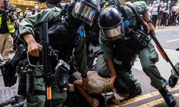 Britania e Madhe nuk mund të mbrojë Hong Kong-un nga Kina, por mund të ndihmojë njerëzit e saj