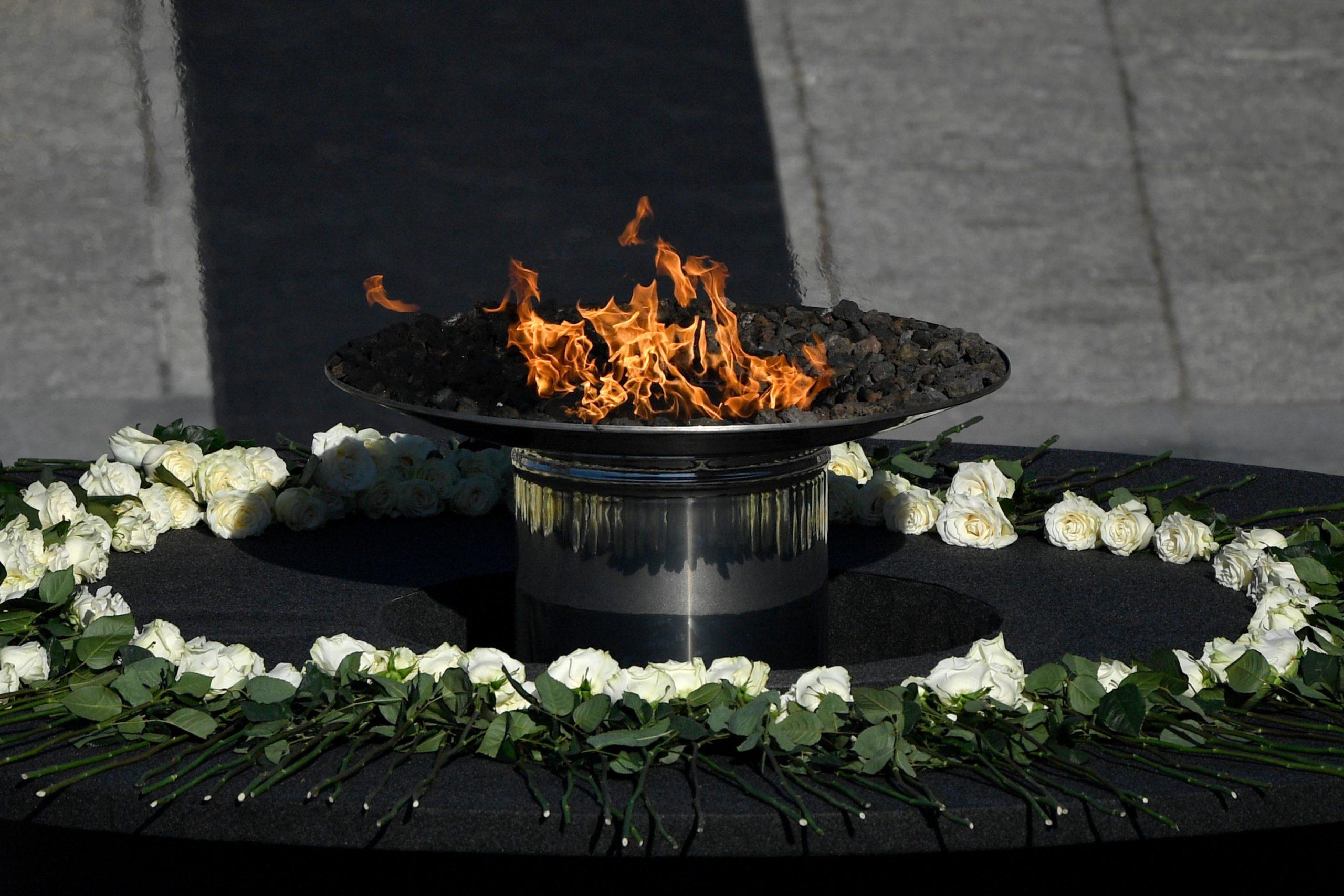 Spanjë, ceremoni shtetërore në nder të atyre që humbën jetën nga Covid-19