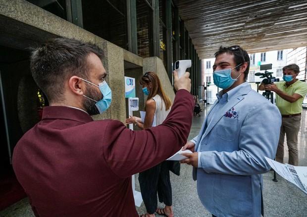 Rritet numri i të infektuarve me Covid në Itali, humbin jetën 7 persona