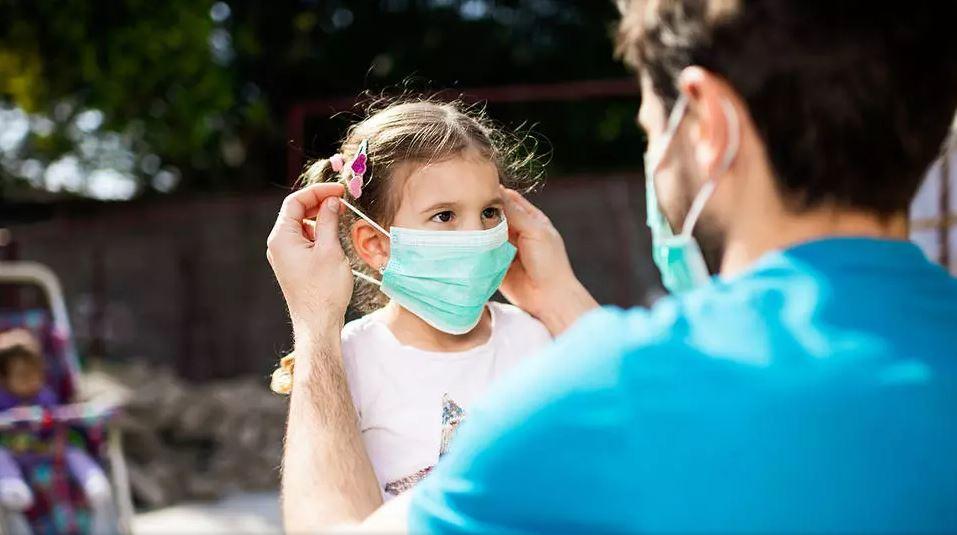 COVID-19/ Studimi: Fëmijët mund të jenë po aq infektues sa të rriturit