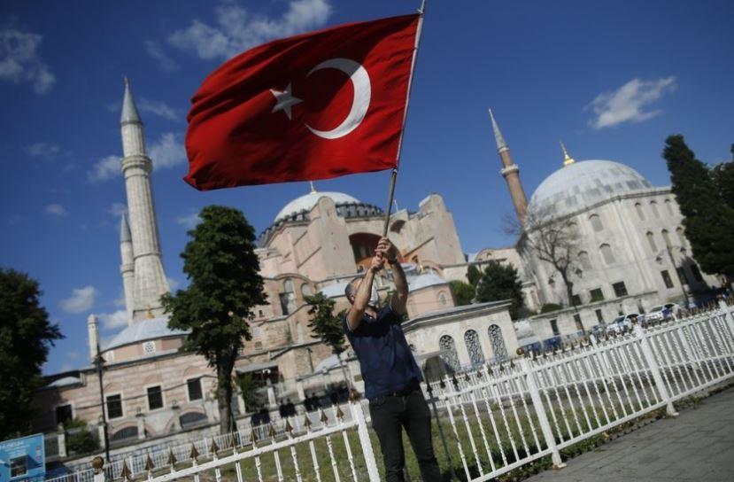 """Rusia mbron Erdogan: Statusi i """"Shën Sofisë"""" është çështje e brendshme e Turqisë"""