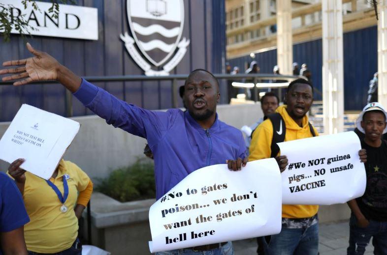 """""""Nuk jemi kavje"""", protesta kundër vaksinimit ndaj Covid-19 në Afrikë"""