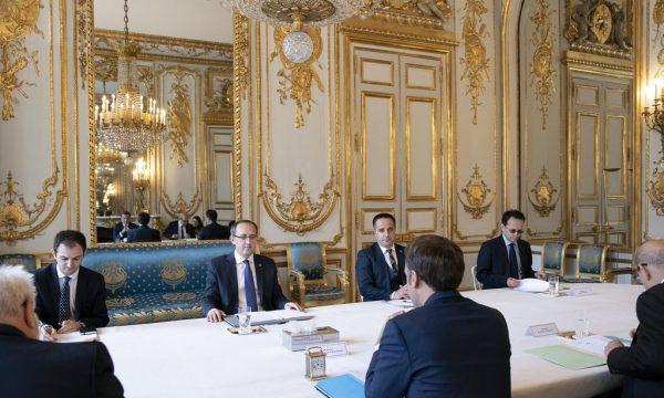 Kryeministri Hoti takoi Macron, zyra e presidencës jep detaje