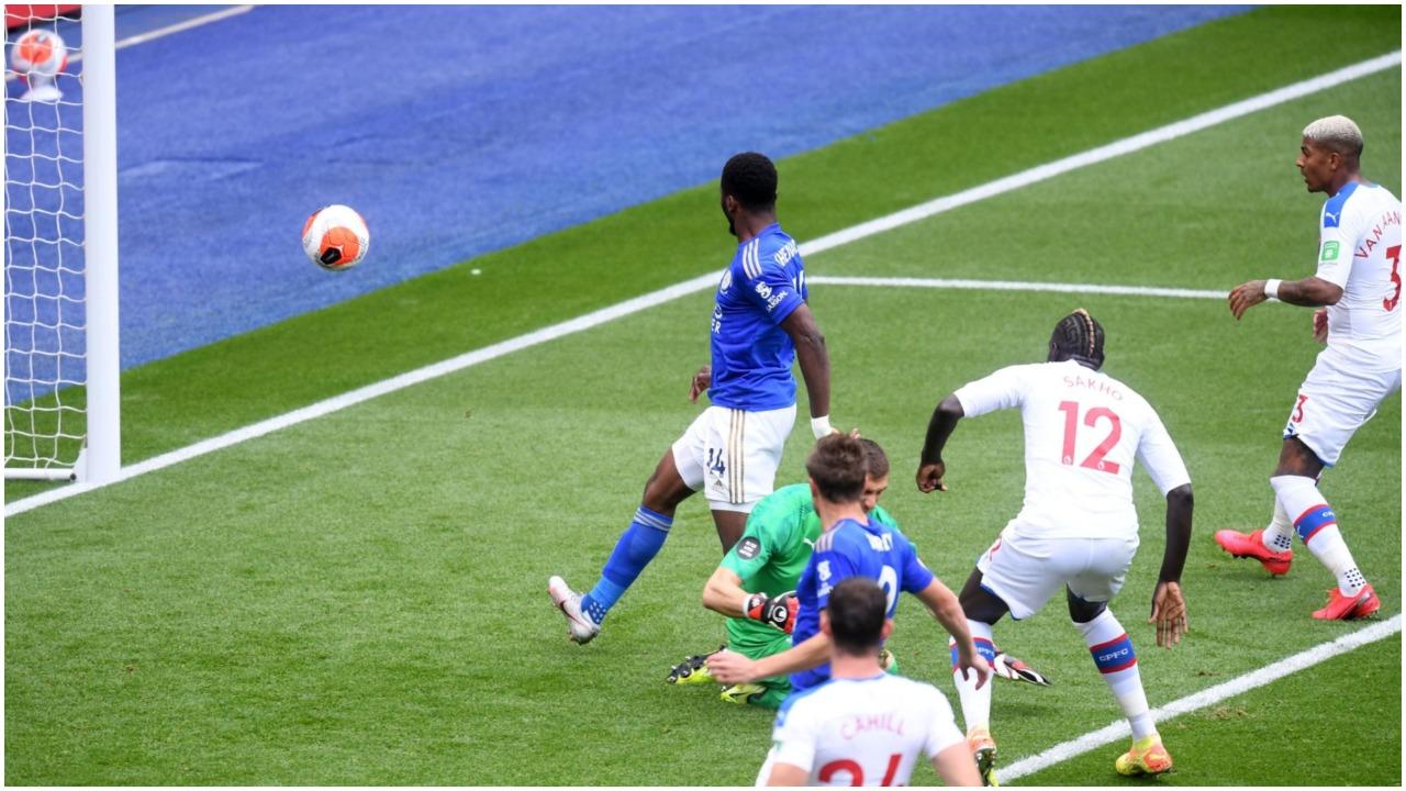 """VIDEO/ """"Dhelprat"""" e Leicester e nisin zjarr pjesën e dytë, i nderon një nigerian"""