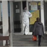 Një e infektuar me koronavirus arratiset nga spitali