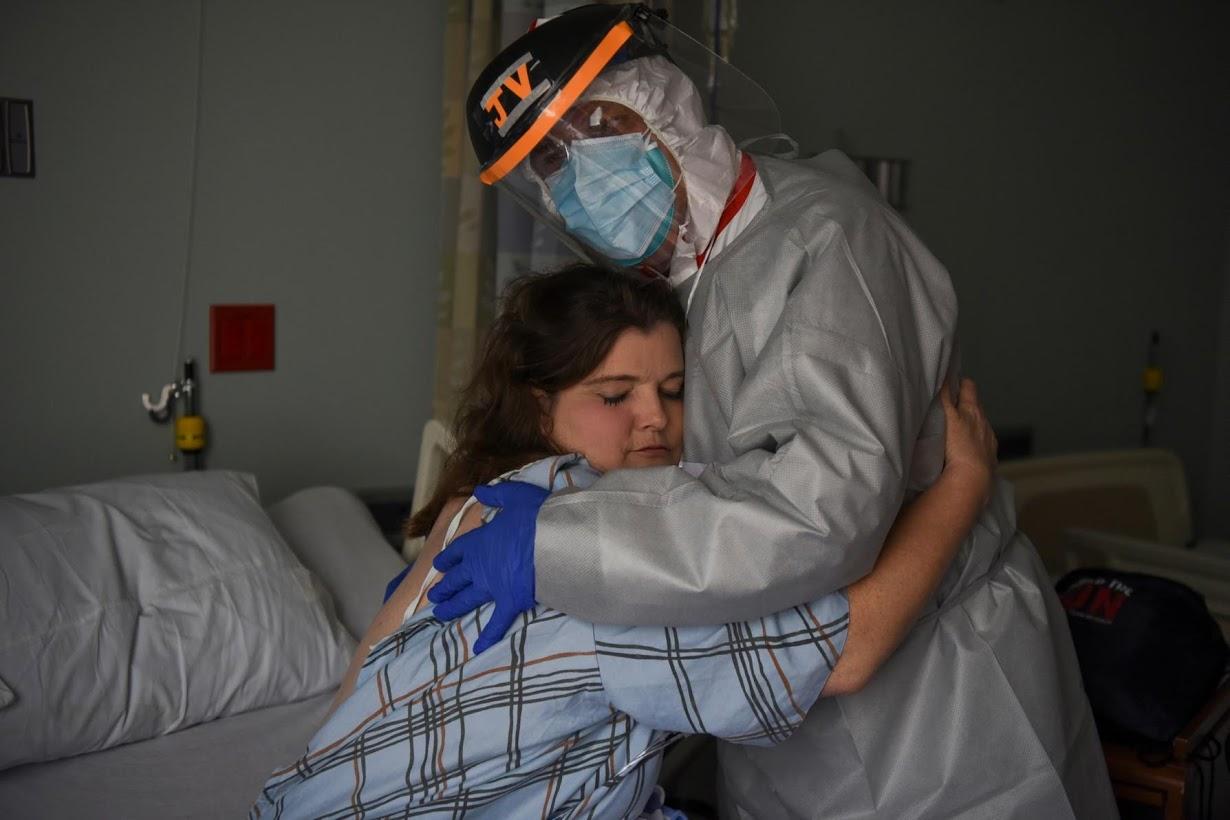 Rrëfimi rrëqethës i mjekut amerikan që po lufton me COVID-19: Nuk mund t'i shpëtoj dot të gjithë