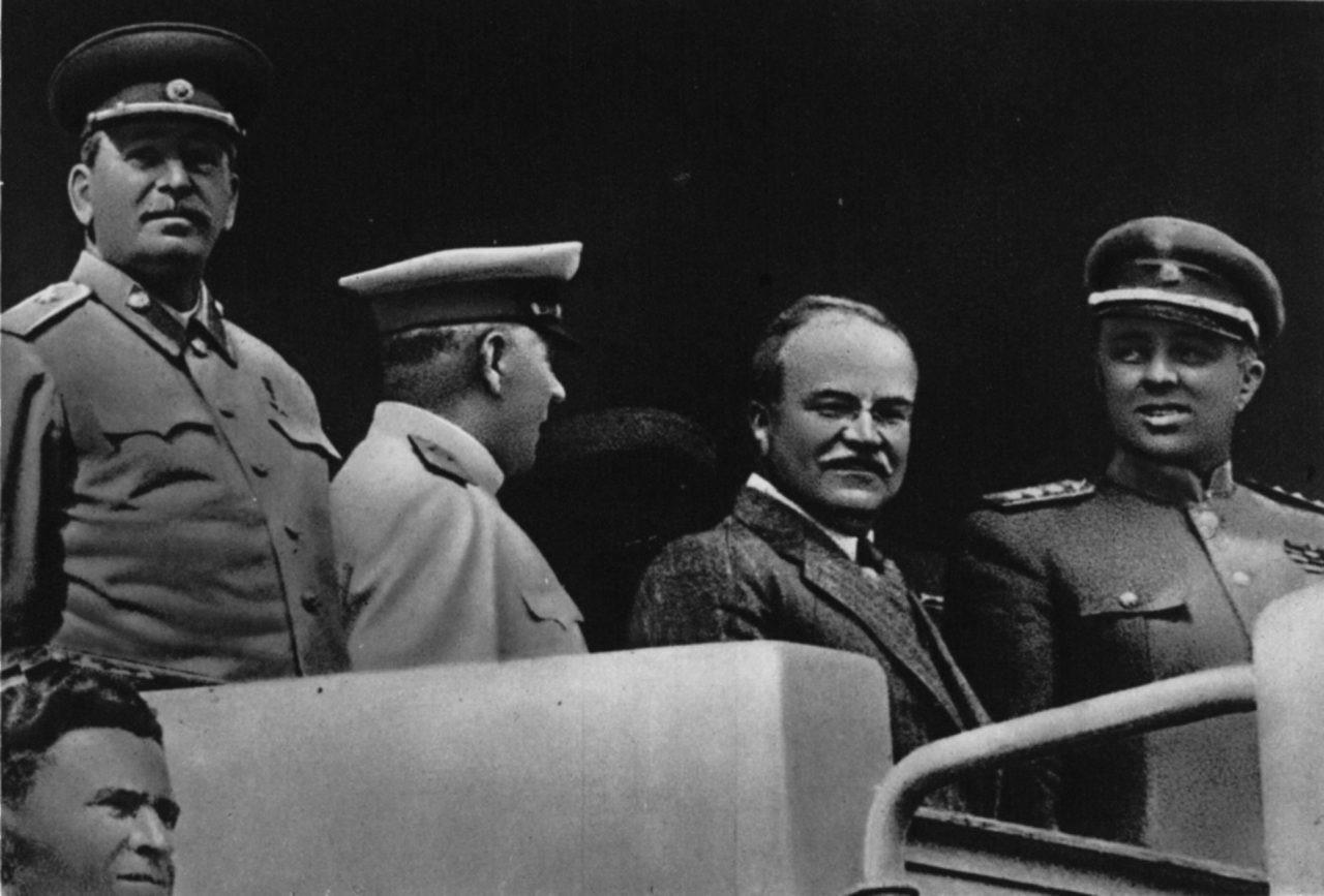 Dokumenti i 1949/ Kur Stalini i dhuronte Enver Hoxhës – 3 kg sallam ndërsa Spiro Kolekës – 1.5 kg