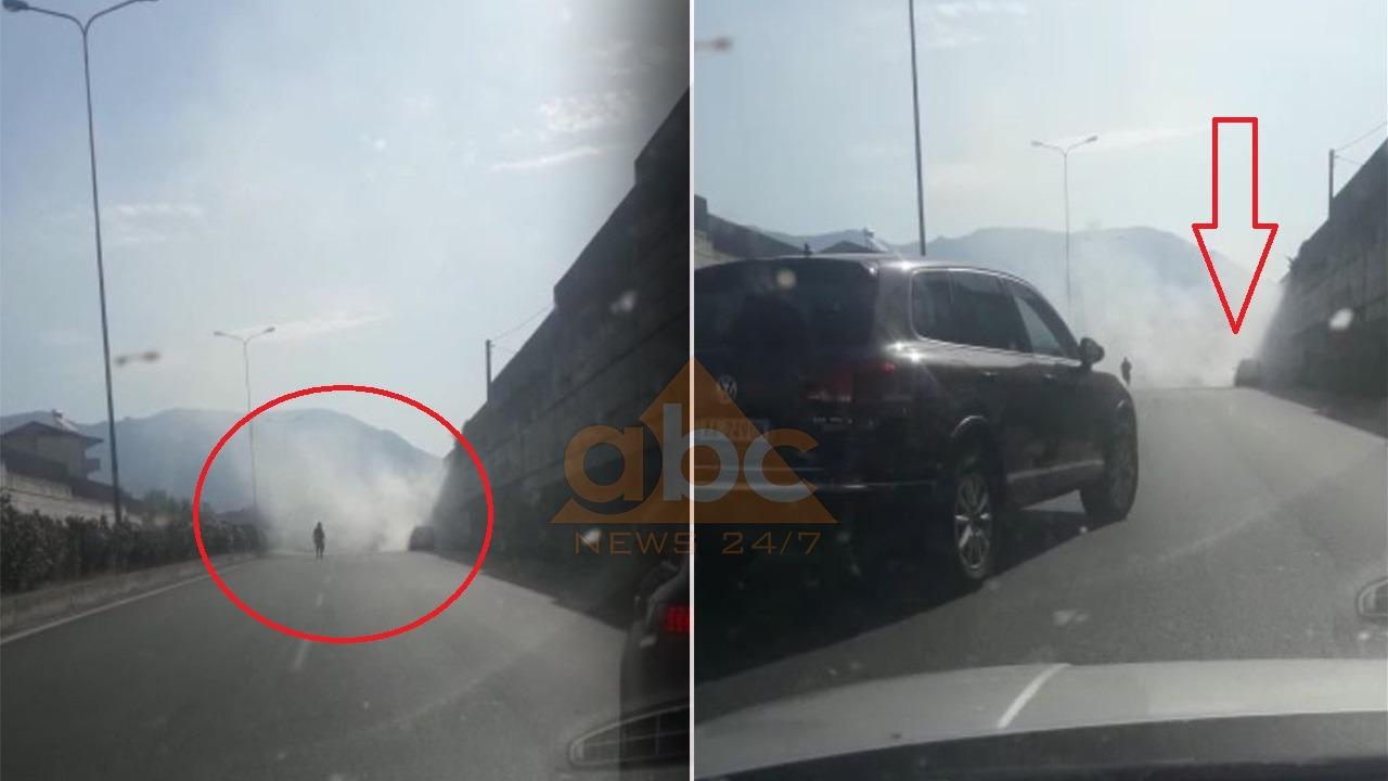 """VIDEO/ Përfshihet nga flakët automjeti në lëvizje tek """"Kopshti Zoologjik"""", policia jep detajet"""