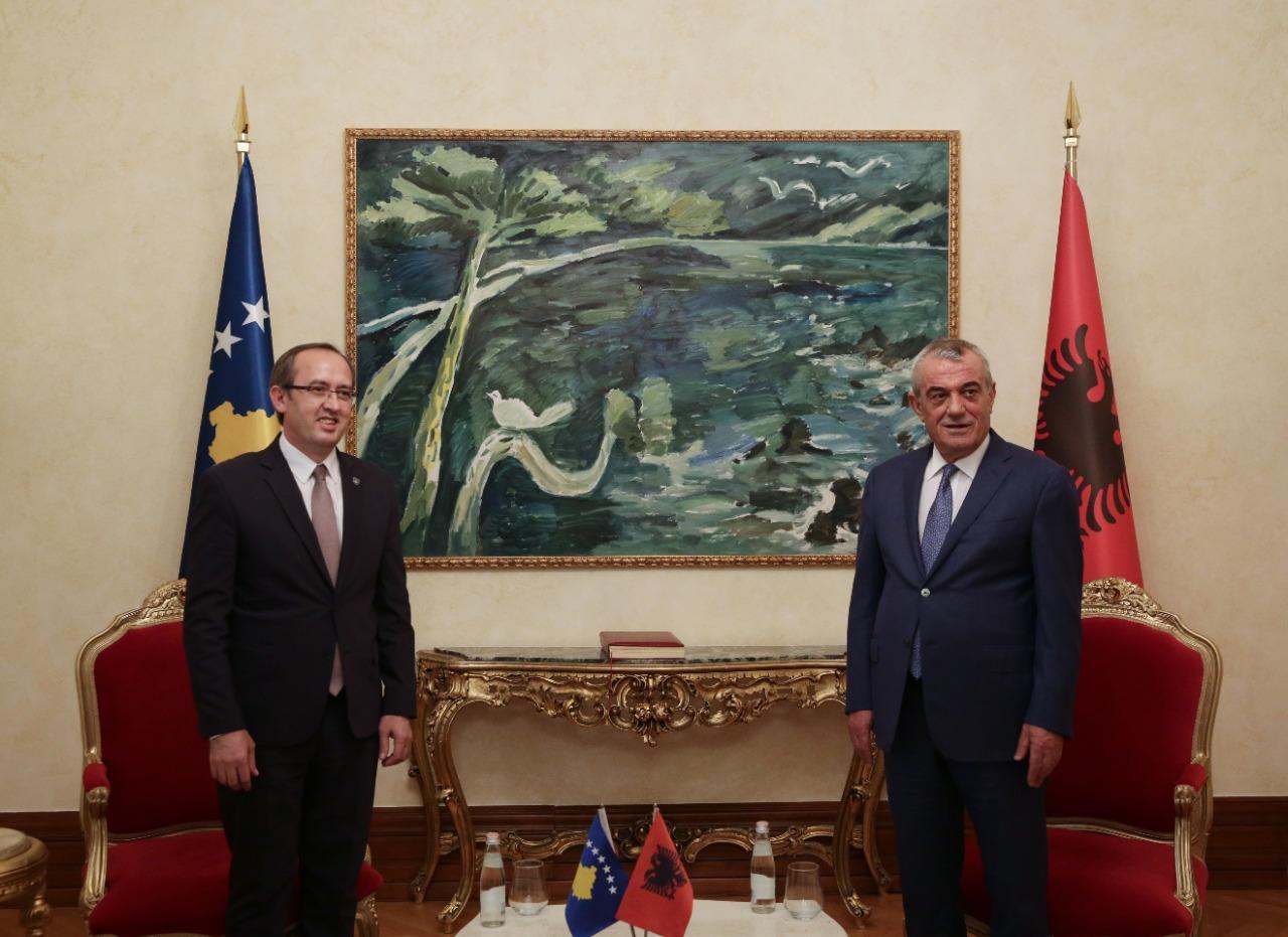 Ruçi takon Hotin: Dialogu me Serbinë gjithëpërfshirës dhe në koordinim me ShBA e BE