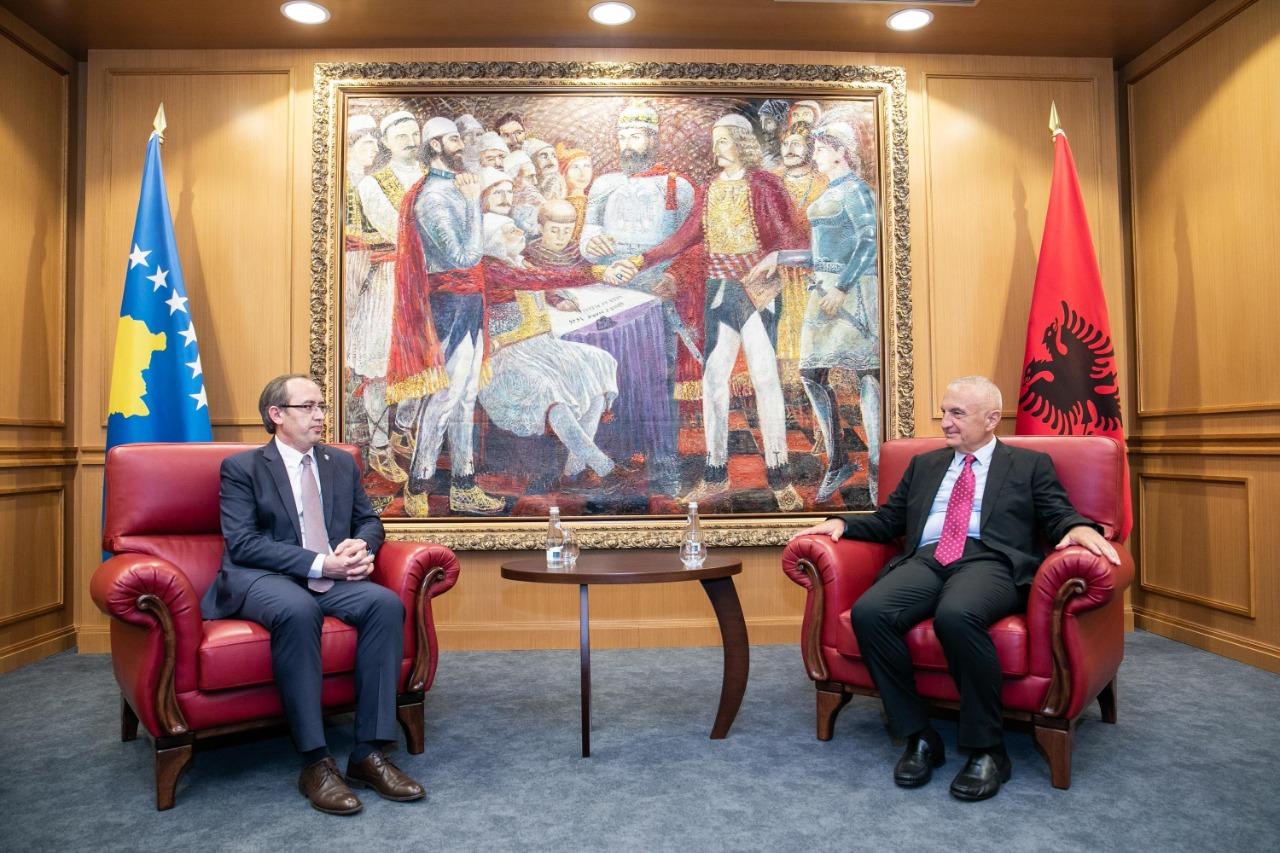 Meta takon Hotin: Shqipëria mbështet dialogun Kosovë-Serbi