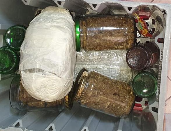 Kapen me 2.6 kg lëndë narkotike, arrestohet pronari dhe punëtori i një marketi në Cerrik