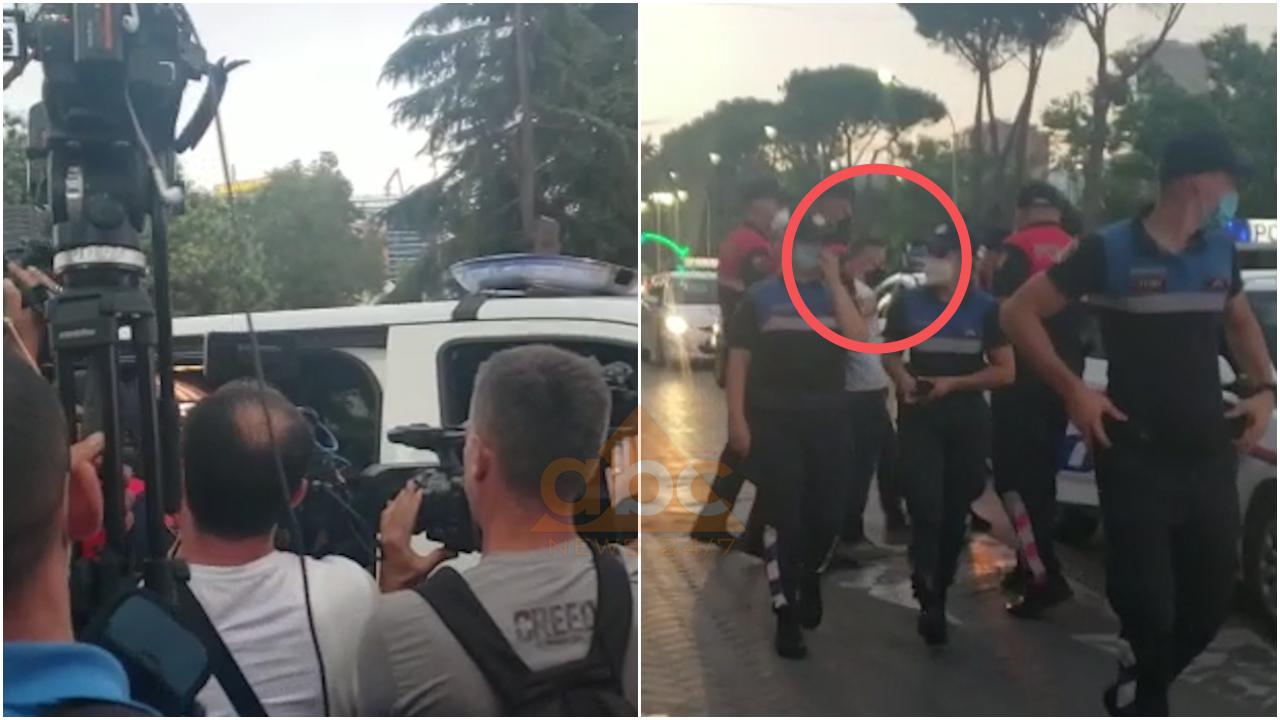 VIDEO/ Protesta para Kryeministrisë kundër mbylljeve të lokaleve, Policia shoqëron 2 persona