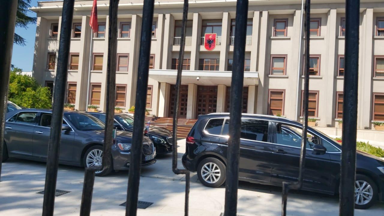 Pas Yuri Kim, Meta 60 minuta takim me ambasadorët e vendeve të BE