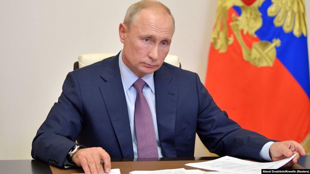 Putin nënshkruan dekretin për ndryshimet kushtetuese