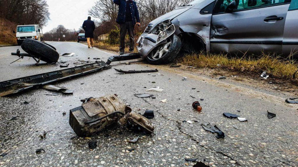 Aksident në Qafë-Kashar, përmbyset automjeti, plagoset 59-vjeçarja