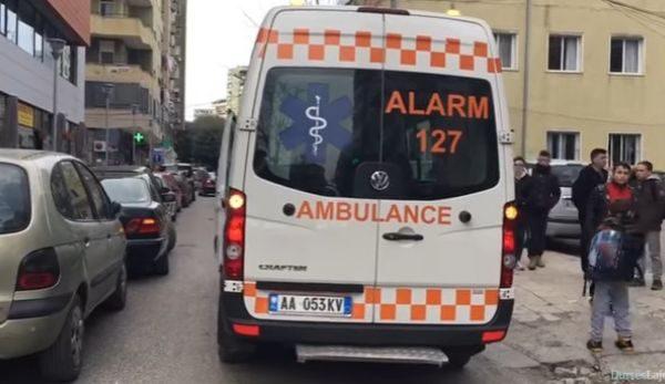 Tronditëse në Tiranë: Burri i ngul thikën gruas, ajo po lufton me vdekjen në spital