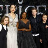 """Angelina Jolie një nënë krenare, e quan vajzën Zahara një """"grua të jashtëzakonshme afrikane"""""""