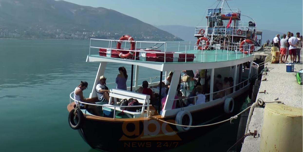 """Udhëtim me anije për të shijuar """"perlat"""" e bregdetit, nga Vlora drejt Sazanit dhe Karaburunit"""