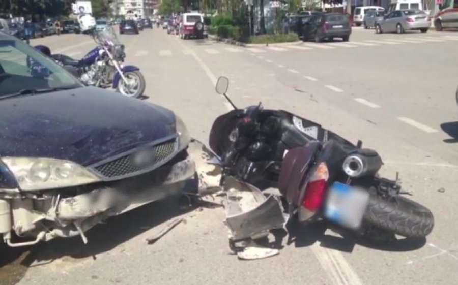 U përplas nga një makinë, në gjendje të rëndë drejtuesi i motorit në Lezhë