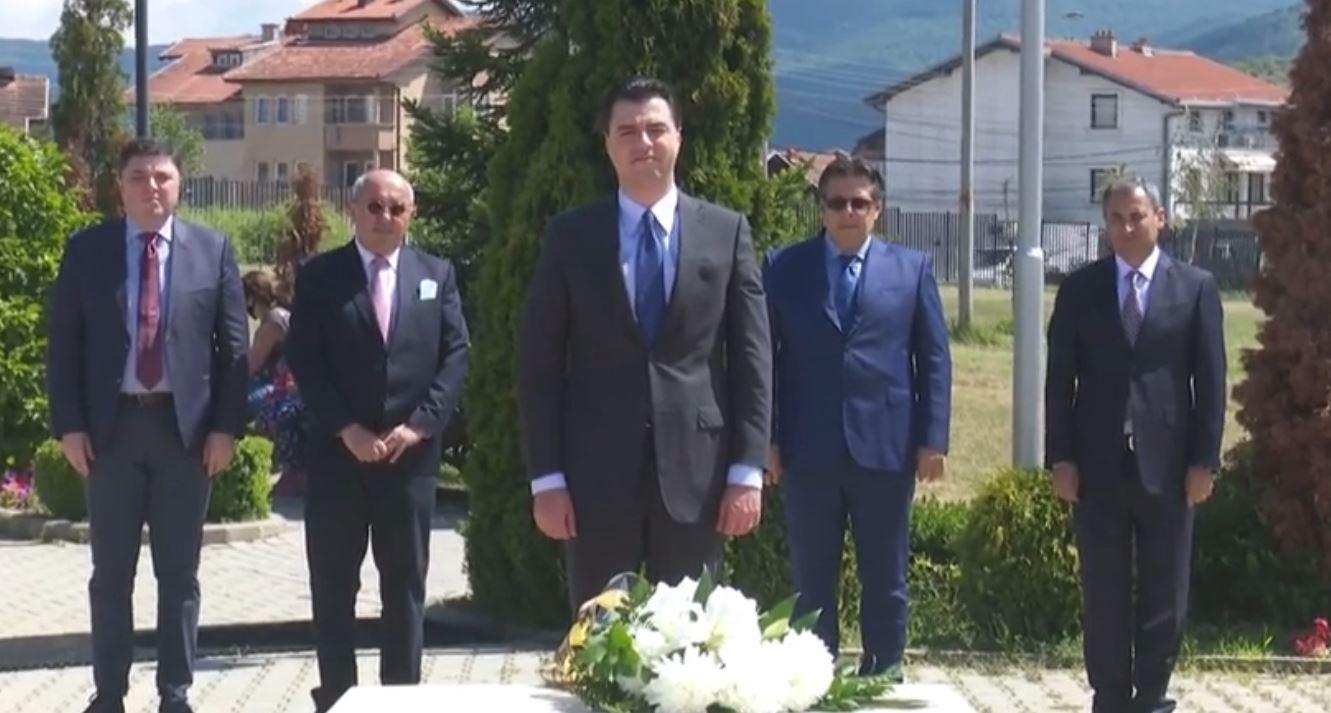 Basha bën homazhe te varri i Ibrahim Rugovës