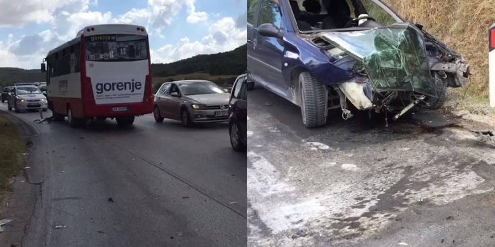 Autobusi përplaset me makinën në Fier, një i lënduar