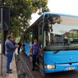 Rikthehet transporti publik në Tiranë, nuk respektohen masat e sigurisë