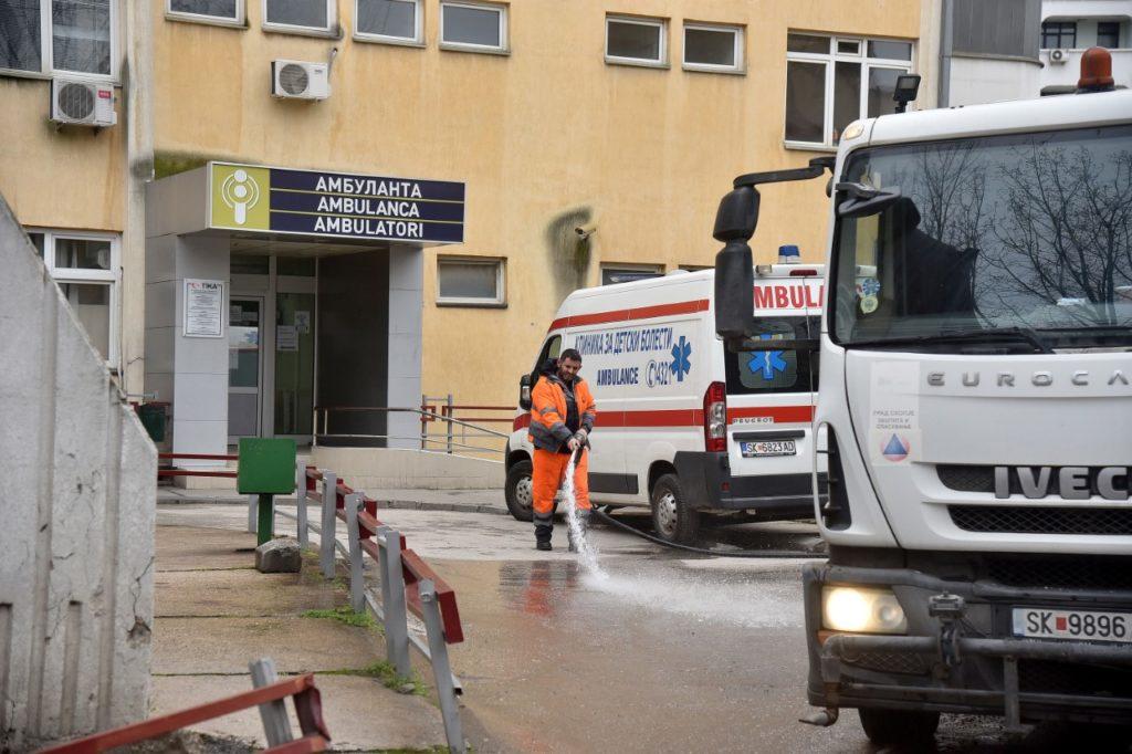 Në 24 orë konfirmohen 135 raste të reja me Covid, rritet numri i viktimave në Maqedoni