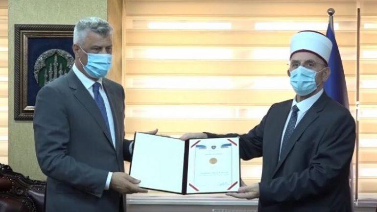 Thaçi dekoron Bashkësinë Islame me Urdhrin e Pavarësisë: Kontribut të lartë për lirinë