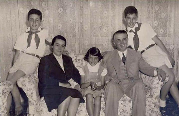 DOKUMENTI/ Sa paguheshin Enver dhe Nexhmije Hoxha dhe çfarë mund të blije me rrogën e tyre?