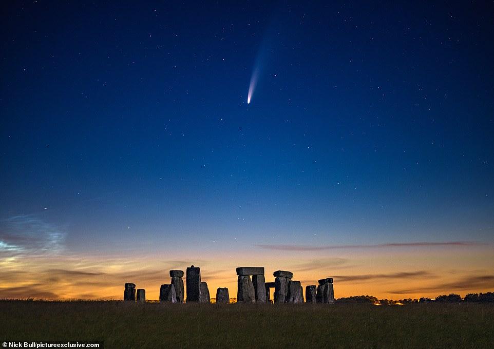 """Kometa e rrallë dhuron """"spektakël"""" më qiellin e natës, fotografi shkrep fotot mahnitëse"""