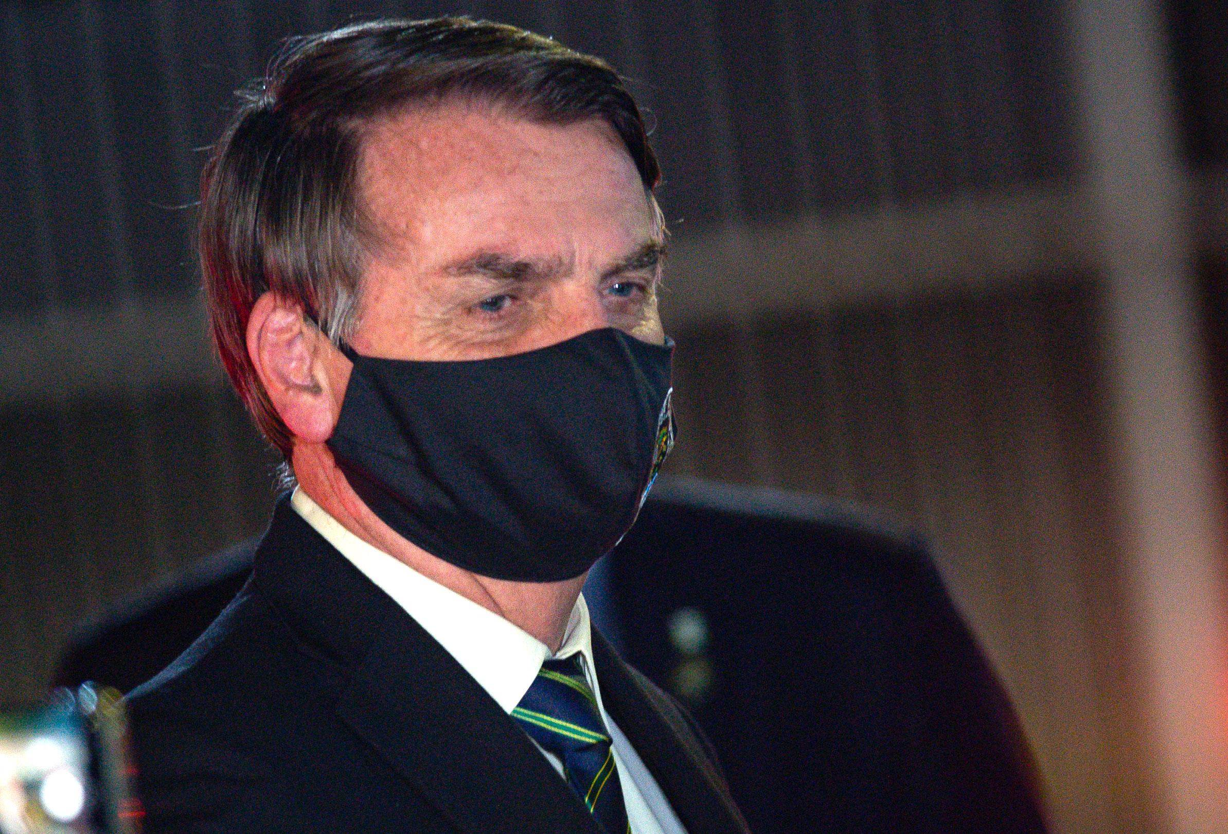 """Presidenti i Brazilit """"zbut"""" ligjin për përdorimin e maskave në ambiente publike"""
