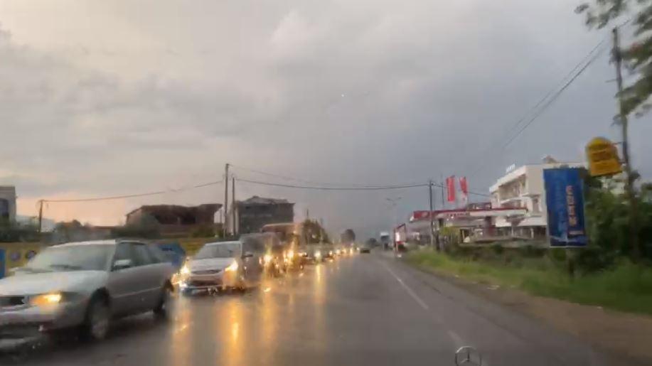 Fluks i madh automjetesh, bllokohet hyrja e autostradës Elbasan-Tiranë