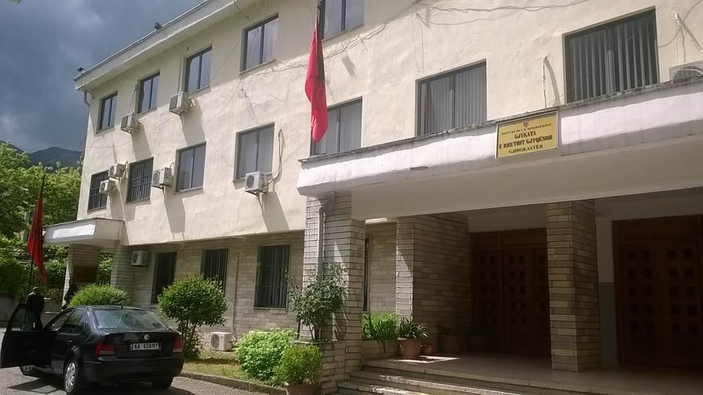 """Vrasja e 35-vjeçarit, u zbuluan nga kamerat, Gjykata e Gjirokastrës lë në burg """"bashkëautorët"""""""