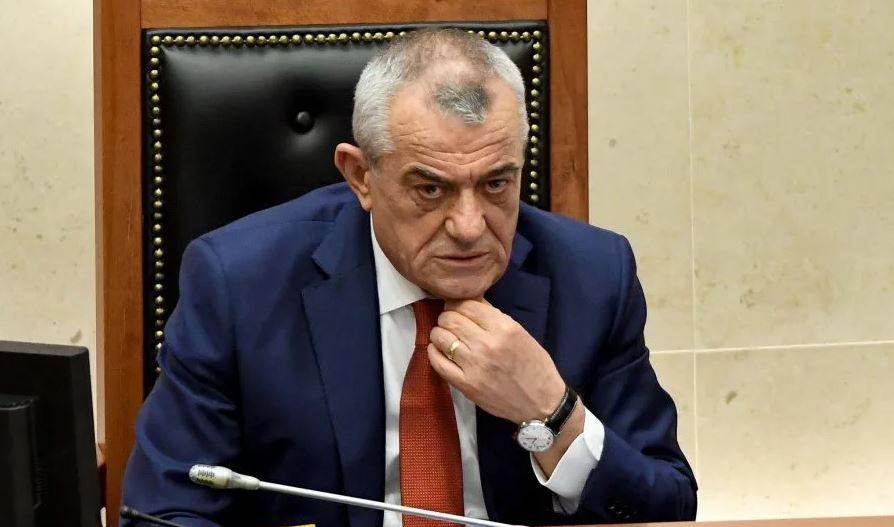 Ruçi replikon me deputetin: Nuk mund ta ndalosh Ramën të shkojë në familjen e Klodian Rashës