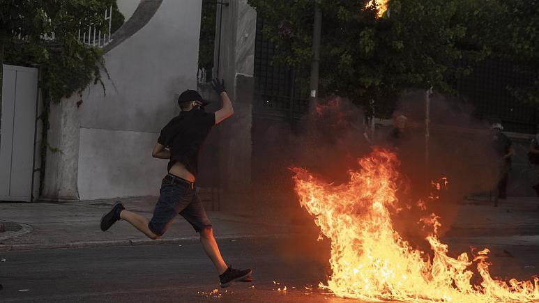 Shpërthejnë tensionet në Athinë, kundër ligjit të ri të protestave