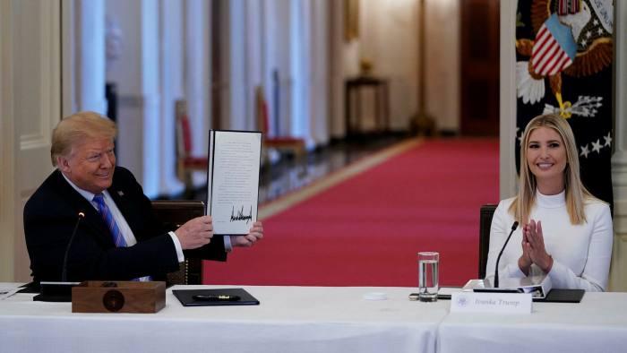 """Ivanka Trump si """"eksperte"""" e ekonomisë, nxit amerikanët e papunë: Mësoni hobi të reja"""